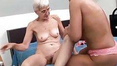 Волосатая бабушка пробует лесбийский секс