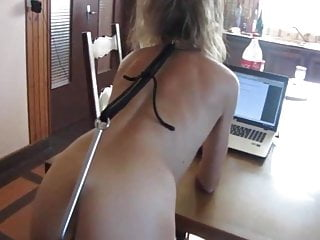 Mom spanks son - Belle blonde aux ordres de son maitre