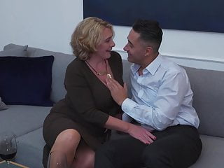 Bruital anal sex - Pawg mature mom gets anal sex from boy