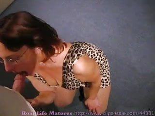 Mature bourgeoisie - Mega big plump ass gilf sucks fucks