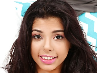 Petite Latina Teen Romantisch