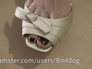 Dark haired open toe milfs Toes close up in open toe heels