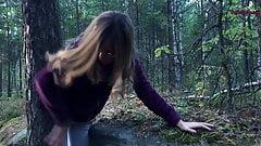 Ich habe eine Fremde im Wald gefickt, um ihr zu helfen - Sex in der Öffentlichkeit