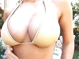 George clooney gold bikini movie Anette dawn in gold bikini