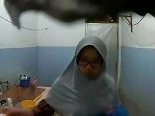 Rallos big boobed soul sisters - Not my malay big boob sister shower spy part 1