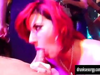 Club lick me low - Club babes gets muffs licked and fucked