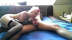 Тинка принимает в ее горячую задницу без презерватива в любительском видео