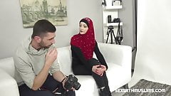 Horny photographer fucked sexy Muslim woman