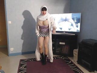 Musulmanes sexy Gros seins de musulmane en hijab qui ballottent