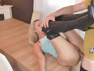 Deutsch Blondine Milf Gangbang