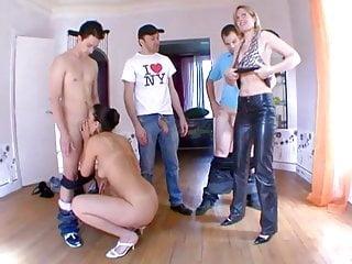Gar sex male Mature soumet la jeune girl bien baisee par 3 gars