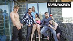 ファックされた家族が最大のパーティーを開く