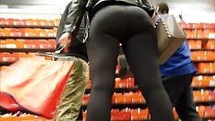 Candid beautiful pawg in leggings!!