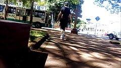 coroa fazendo caminhada de leg