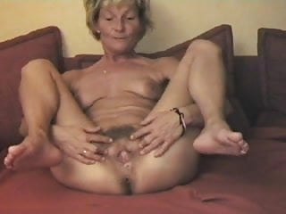 Facial display - Mature displays her lovely hairy pussy