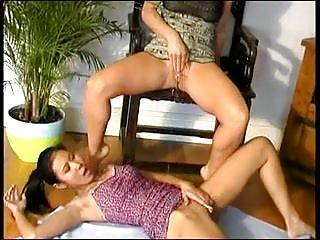 Lesbian vietnamese women Kissing and peeing 2