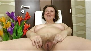 Older hairy pussy