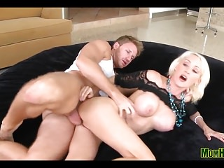 Video fuck mommy - Blonde mommy fucked silly