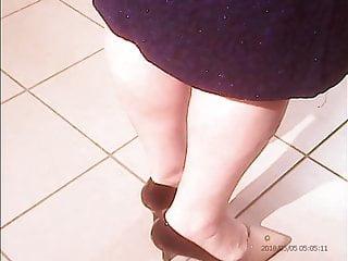 Mature sexy legs handjob Mature sexy legs amateur hidden cam