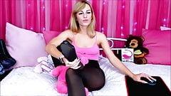 Blond w czarnych rajstopach liżą nylonowe stopy 5