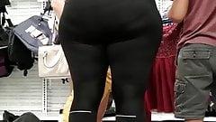 Candid Big ass LatiNa MILF in black leggings VPL