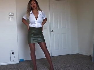 Mature leather ladies Latin lady with tight leather skirt and high-heels part1