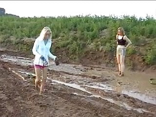 Fantasy sexy catfight girls Catfight girls in the mud
