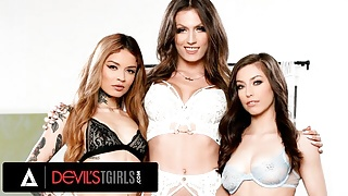 Lesbians Have Threesome With Trans Babe