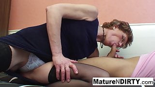 Mature slut gives a thumbs up to his fucking skills