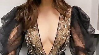 Victoria Justice cleavage