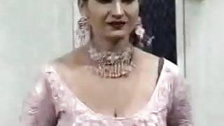 Saima Khan hot mujra