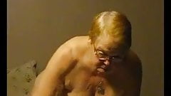Пухлые бабушки сосут хуй и жестко мастурбируют