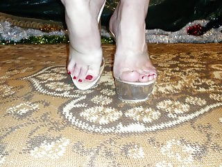 Fucking julia stiles Lady l walking with sexy mules scrap stile 2
