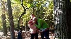 Im Wald die geile Mutti gefickt