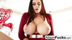 Alison tyler celebra el día de san valentín masturbándose