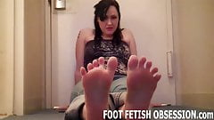 I want to feel your cum between my toes