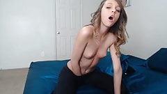 Une adolescente amateur avec des yeux bleus qui tuent devant la webcam par slayerplk