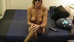 Mature amateur with viberator