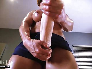 Girl fucked with massive dick - Muscle girl with massive dick futanari fantasy