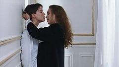 Claire Keim and Agathe de La Boulaye in lesbian love scenes
