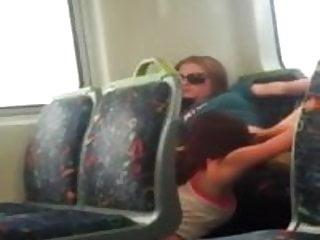 Dick stein chico - Chico grava dos chicas chupandose la concha en el tren