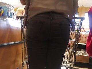 Beautiful voyeur woman in prague underground Beautiful woman in grey jeans heels