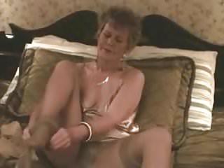 Masturbation with pantyhose Old classy slut fucks herself with pantyhose