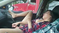 痴女妻laura king人前でトラック運転手