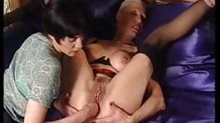 Mature woman loves fisting