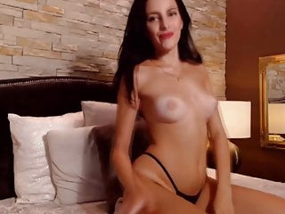 Perfect pussy lips Sexy raven raquele with perfect lips and stunning body