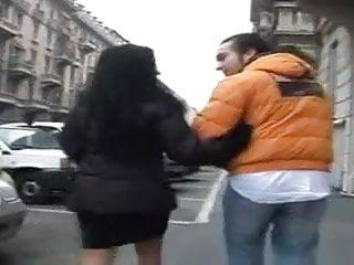La bella lingerie Rimasta a piedi con la macchina, una bella mora italiana