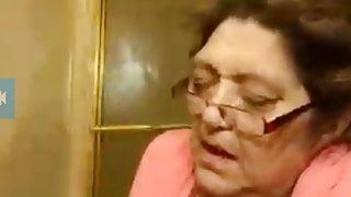 Sexy granny doing cam show.