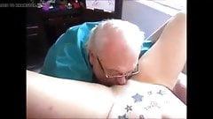 El abuelo lame COÑO