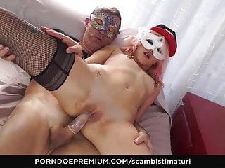 Fat womenhaving anal sex - Scambisti maturi - hardcore anal sex with fat mature italian